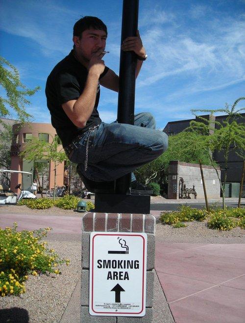 Raucherbereich - Bitte nur hier rauchen.