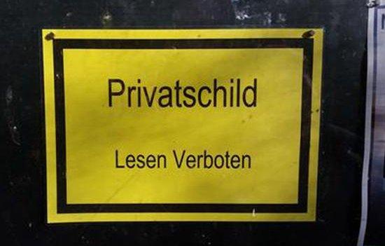 Privatschild - Lesen verboten!